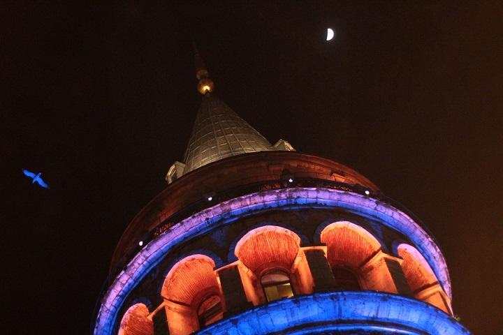 башня галата ночью в стамбуле