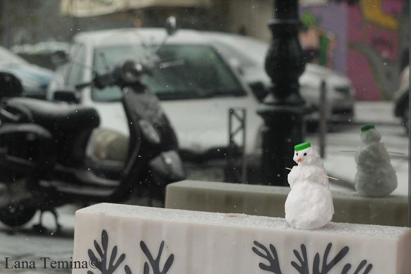 смешной снеговик в салониках