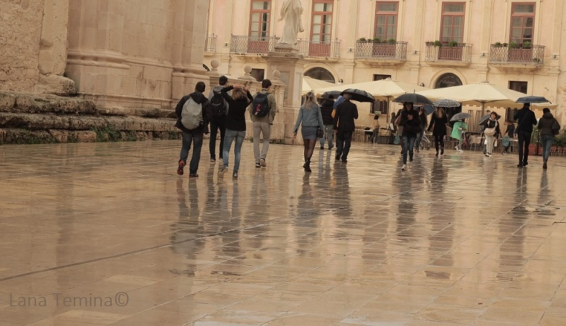 16_piazza_duomo_sicily_rainy_day