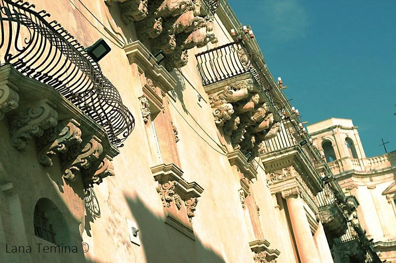 5_balcony_in_noto_sicily